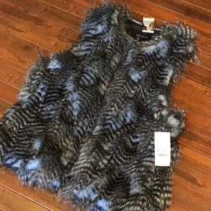 1 Day Only Price Drop💥Karen Kane Faux Fur Vest